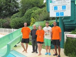 Sébastien Menier, Joël menier, Manuella le-Morvan, Jean-Bapthiste Le-Gall et Tarik Belouazza, l'équipe estivale de la piscine.